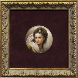Фарфоровый пласт «Портрет девушки»