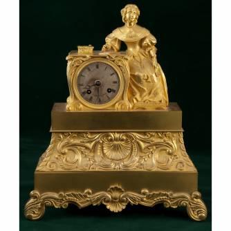 Часы с женской фигурой
