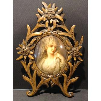 Фарфоровый  медальон «Девушка» в рамке